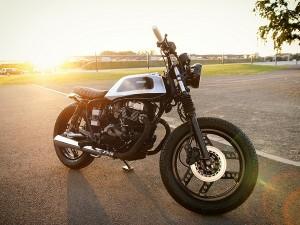 Honda CB 400 на закате