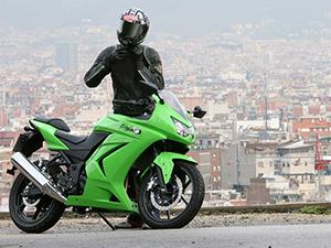 Мотоцикл Kawasaki ninja 250R остаётся голубой мечтой многих любителей мотоциклов