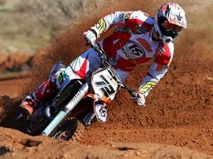 Мотокросс - это гонка на мотоцикле по пересеченной местности