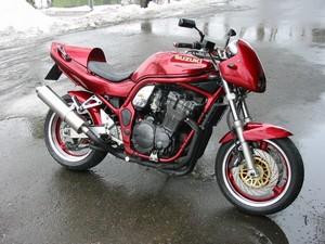 Козырем мотоцикла Suzuki Bandit GSF 1200 S являлся двигатель.