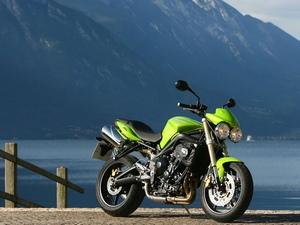 Спортивно-туристический мотоцикл Triumph Sprint ST оснащается трёхцилиндровым двигателем