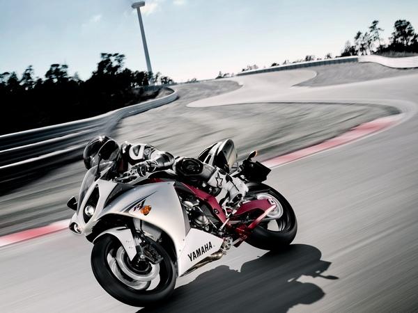 Yamaha YZF-R1 фотогалерея - фото 17
