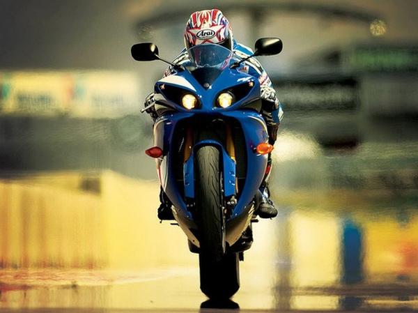 Yamaha YZF-R1 фотогалерея - фото 5