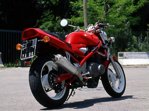 Фотогалерея мотоцикла Suzuki Bandit 400 (GSF400) - фото 2