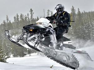 Все об экипировке для снегохода
