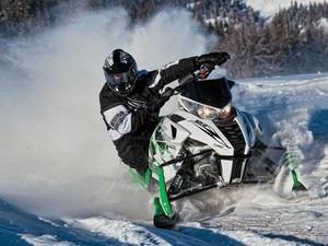 Особенности экипировки для езды на снегоходе