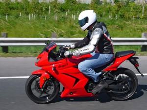 Kawasaki Ninja 250R подходит для новичка