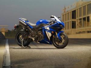 Легендарный мотоцикл yamaha r1