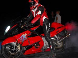 Сузуки Хаябуса - быстрый спортивный мотоцикл