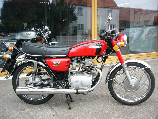 Фотогалерея мотоцикла Honda CB 125 - фото 16