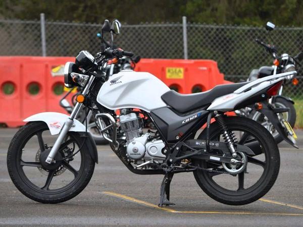 Фотогалерея мотоцикла Honda CB 125 - фото 20
