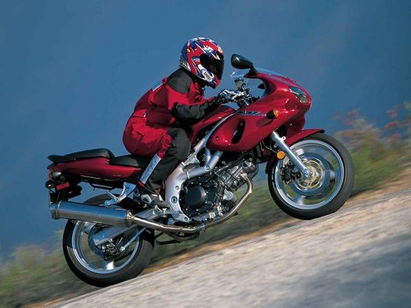 Фотогалерея мотоцикла Suzuki (Сузуки) SV (СВ) 400S  - фото 3