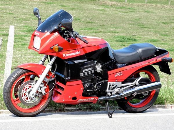 Фотогалерея мотоцикла Kawasaki GPZ900R -фото 4