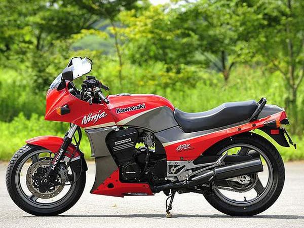 Фотогалерея мотоцикла Kawasaki GPZ900R -фото 5