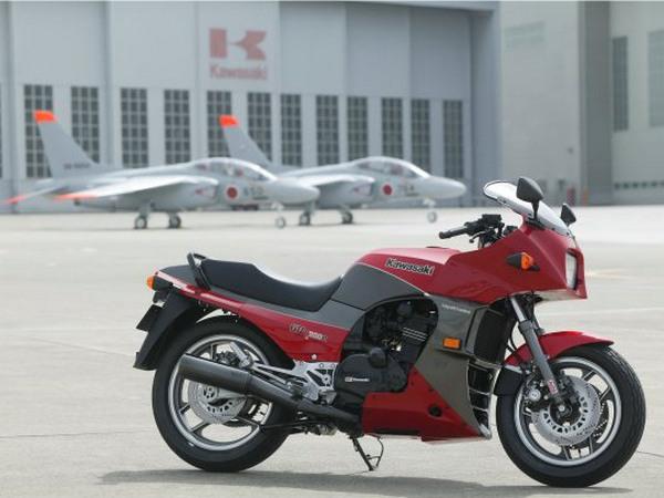 Фотогалерея мотоцикла Kawasaki GPZ900R -фото 6