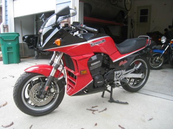Фотогалерея мотоцикла Kawasaki GPZ900R -фото 7