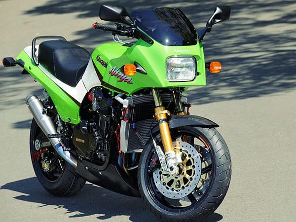 Фотогалерея мотоцикла Kawasaki GPZ900R -фото 8