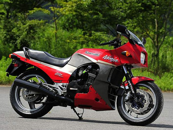 Фотогалерея мотоцикла Kawasaki GPZ900R -фото 9