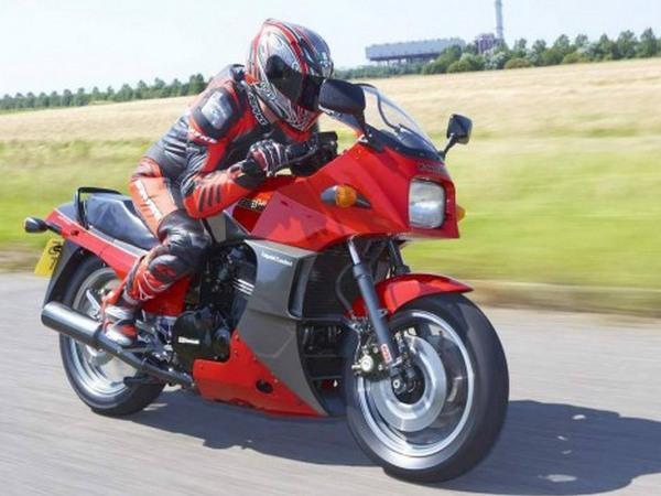 Фотогалерея мотоцикла Kawasaki GPZ900R -фото 10