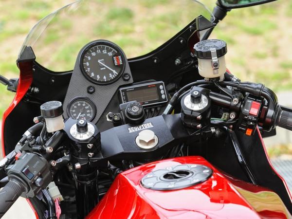 Фотогалерея мотоцикла Kawasaki GPZ900R -фото 12