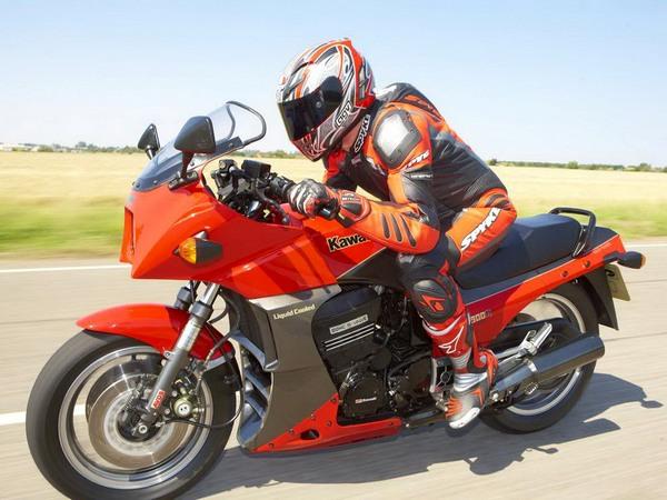 Фотогалерея мотоцикла Kawasaki GPZ900R -фото 14