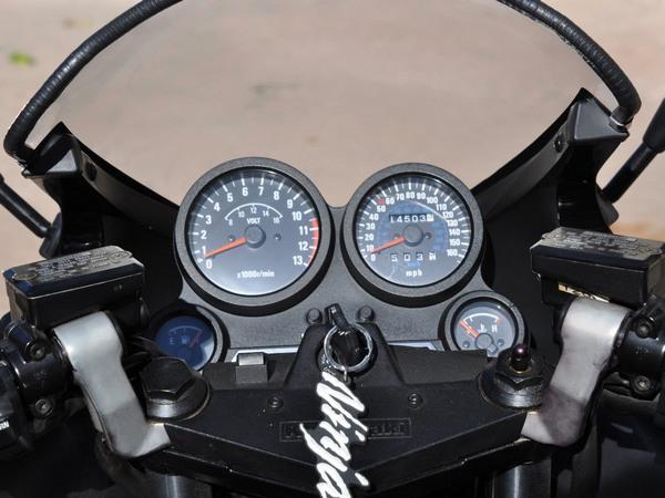 Фотогалерея мотоцикла Kawasaki GPZ900R -фото 15