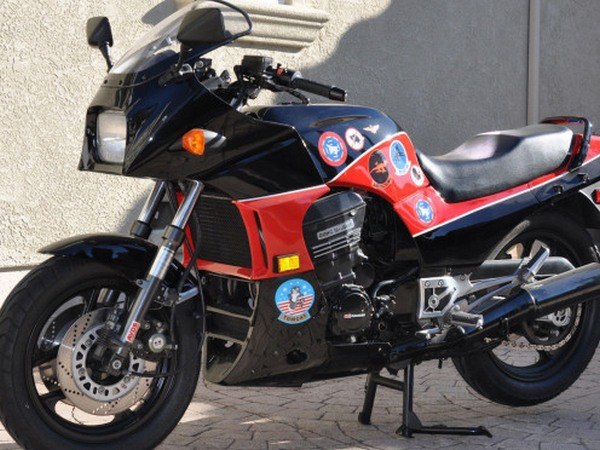 Фотогалерея мотоцикла Kawasaki GPZ900R -фото 16