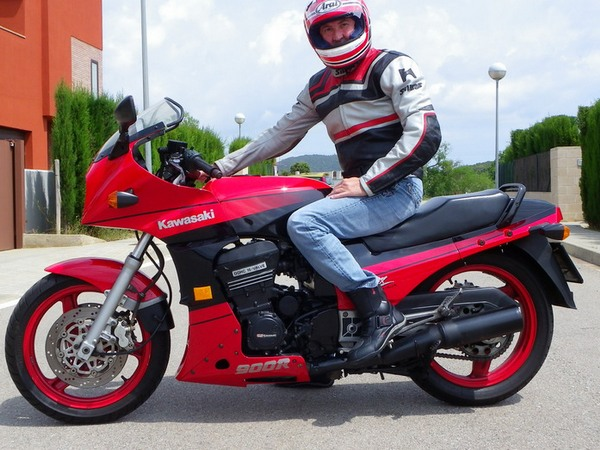 Фотогалерея мотоцикла Kawasaki GPZ900R -фото 18