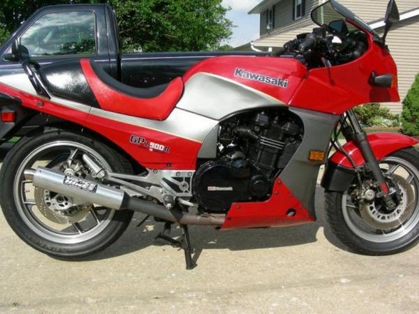 Фотогалерея мотоцикла Kawasaki GPZ900R -фото 20
