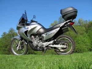 Обзор мотоцикла Хонда Трансальп 650, характеристики и особенности