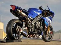 Мотоцикл Yamaha R1 - суперскорость, суперуправляемость