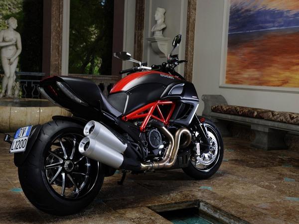 Фотогалерея мотоцикла Ducati Diavel (Дукати Дьявол) - фото 4