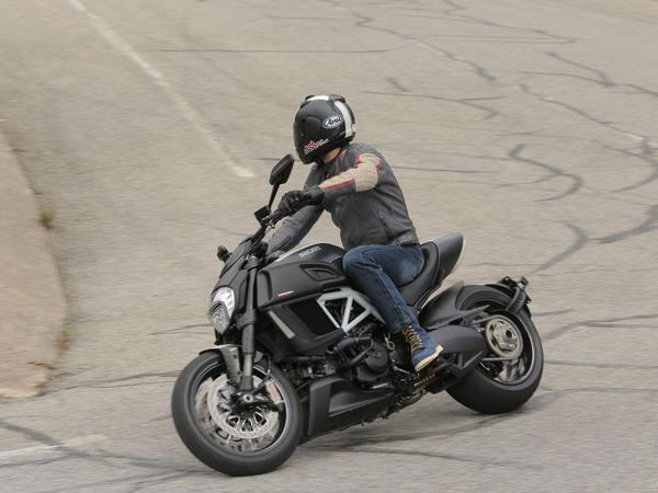 Фотогалерея мотоцикла Ducati Diavel (Дукати Дьявол) - фото 9