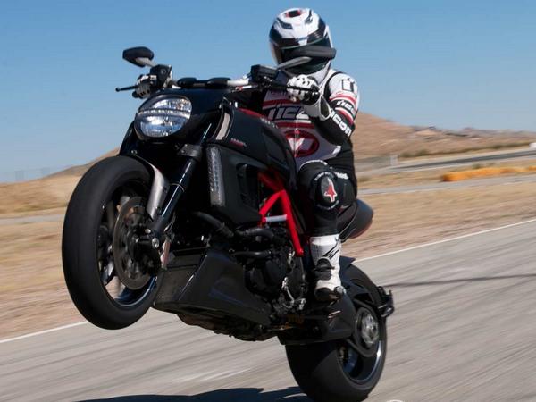 Фотогалерея мотоцикла Ducati Diavel (Дукати Дьявол) - фото 14