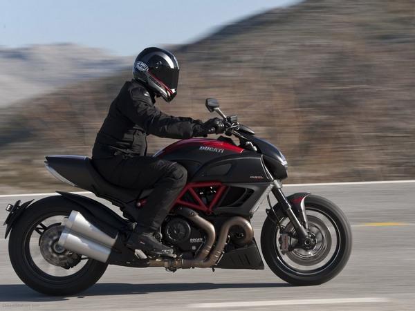 Фотогалерея мотоцикла Ducati Diavel (Дукати Дьявол) - фото 17