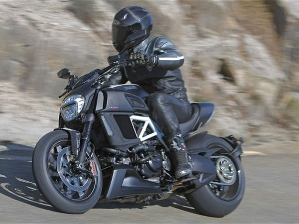 Фотогалерея мотоцикла Ducati Diavel (Дукати Дьявол) - фото 18