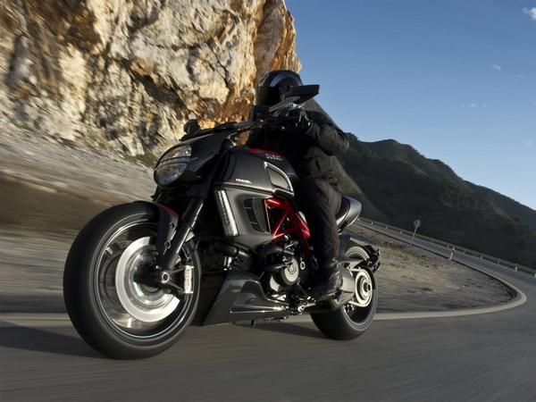 Фотогалерея мотоцикла Ducati Diavel (Дукати Дьявол) - фото 20