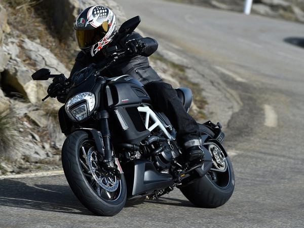 Фотогалерея мотоцикла Ducati Diavel (Дукати Дьявол) - фото 1