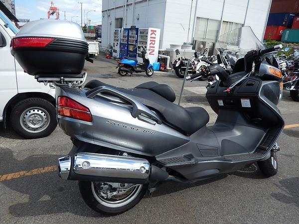 Фотогалерея макси скутера Suzuki Burgman (Skywave) 650 - фото 9