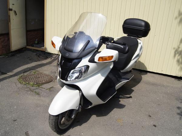 Фотогалерея макси скутера Suzuki Burgman (Skywave) 650 - фото 13