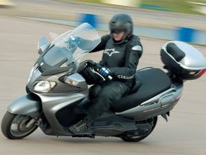Стилевое решение макси скутера Сузуки Бургман 650