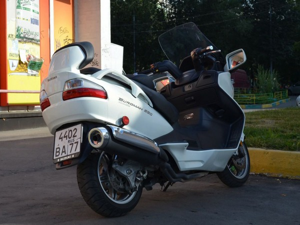 Фотогалерея макси скутера Suzuki Burgman (Skywave) 650 - фото 16