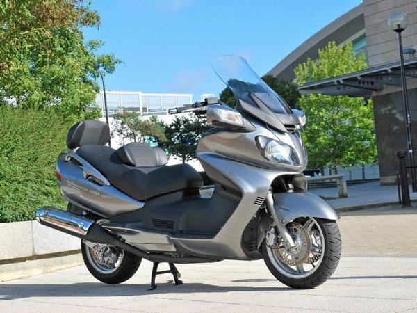 Фотогалерея макси скутера Suzuki Burgman (Skywave) 650 - фото 17