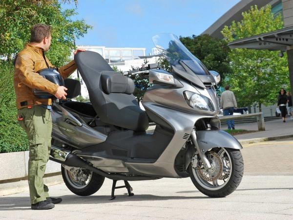 Фотогалерея макси скутера Suzuki Burgman (Skywave) 650 - фото 1