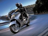 Модель Suzuki Burgman 650 меняет впечатление о скутерах