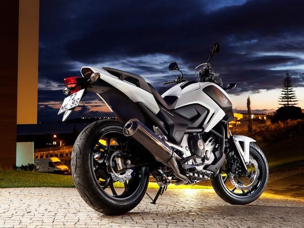 Фотогалерея  мотоцикла Honda NC750X - фото 16