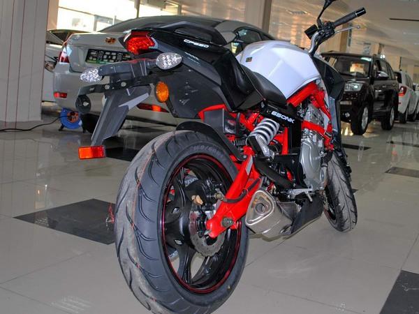 Фотогалерея мотоцикла СFMOTO 650 NK - фото 3