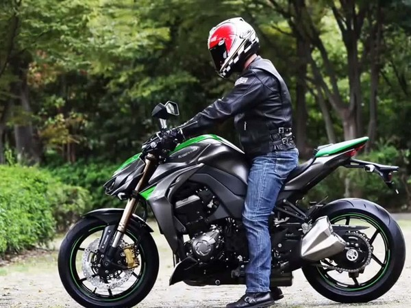 Фотогалерея мотоцикла Kawasaki Z1000 - фото 4